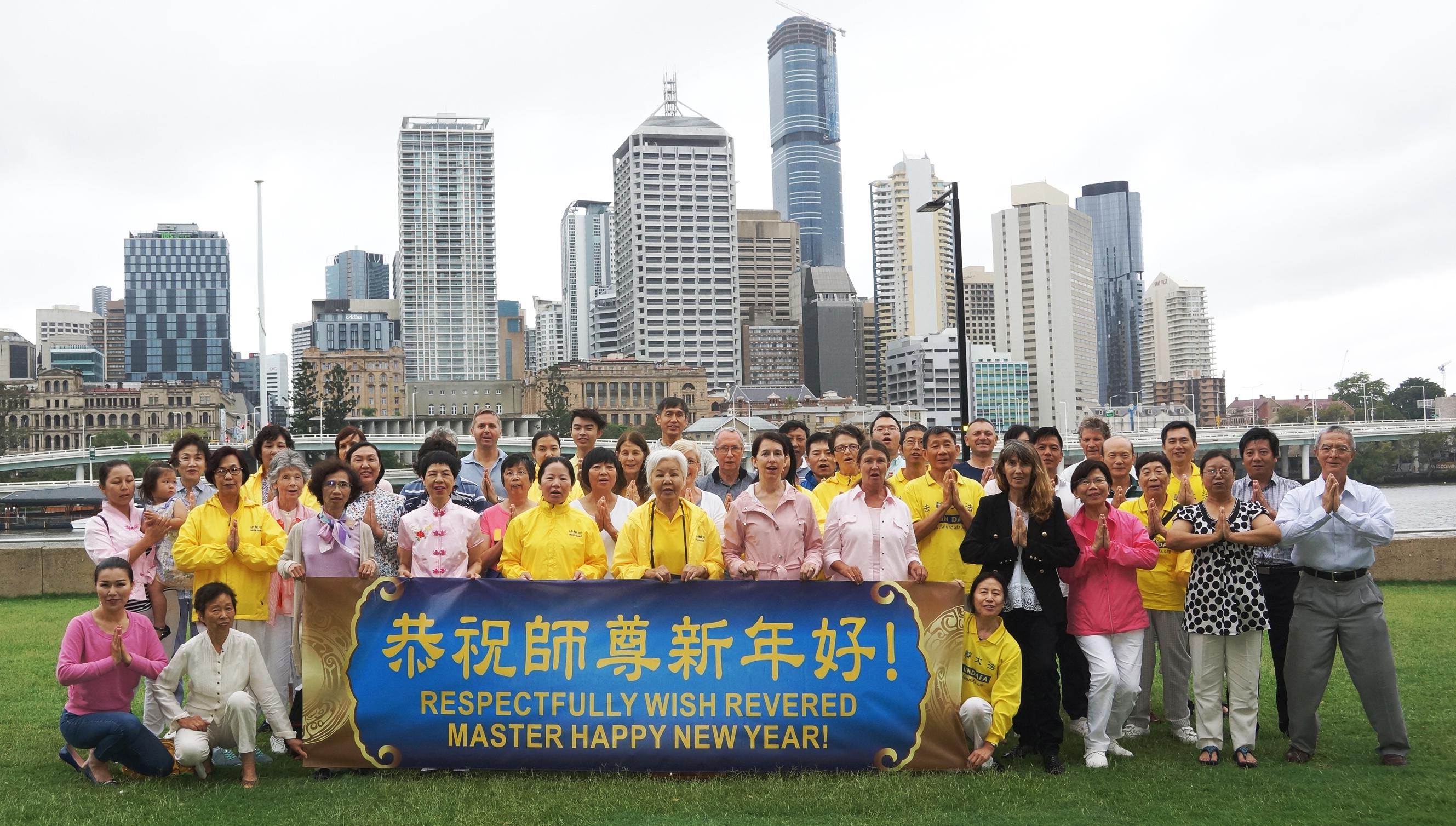 昆士蘭法輪功學員恭祝李洪志師父新年好。(尼爾森/大紀元)