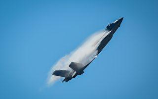 歼-20战机现身机场引揣测 美军:那是模型