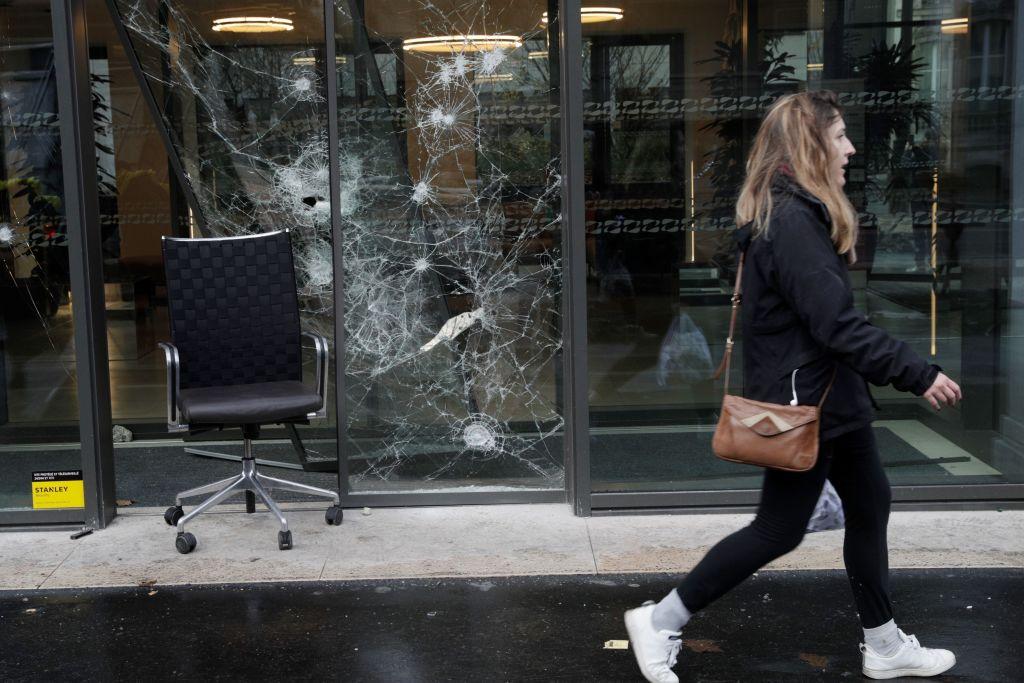 12月1日,「黃背心」運動再次在法國造成巨大騷亂,並蔓延到鄰國比利時。(GEOFFROY VAN DER HASSELT/AFP/Getty Images)