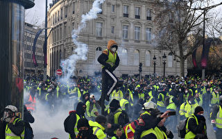 "PARIS, FRANCE - DECEMBER 08: Tear gas is thrown as demonstrators take part in the demonstration of the yellow vests near the Arc de Triomphe on December 08, 2018 in Paris France. ''Yellow Vests' (""Gilet Jaunes"" or ""Vestes Jaunes"") is a protest movement without political affiliation which was inspired by opposition to a new fuel tax. After a month of protests, which have wrecked parts of Paris and other French cities, there are fears the movement has been infiltrated by""ultra-violent"" protesters. Today's protest has involved about 5,000 demonstrators so far, who have gathered in the Paris city centre, and police have made at least 211 arrests so far. (Photo by Jeff J Mitchell/Getty Images)"