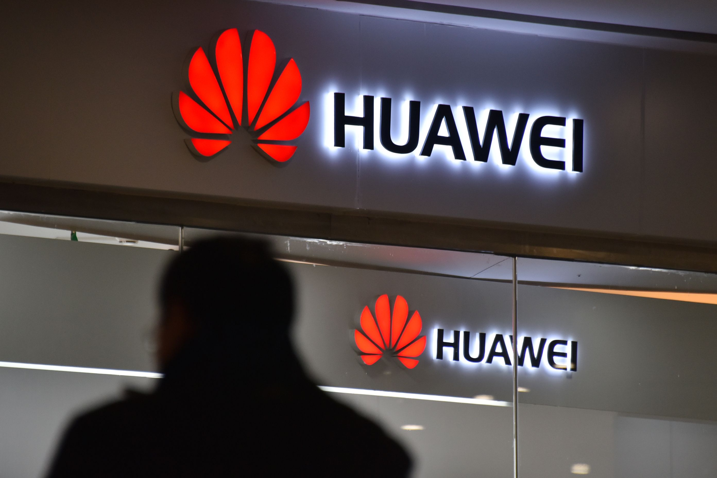 12月1日,華為公司首席財務官孟晚舟在加拿大被捕,美國參議員計劃提出議案,禁止包括華為在內的中國電信公司在美開展業務。(GREG BAKER/AFP/Getty Images)