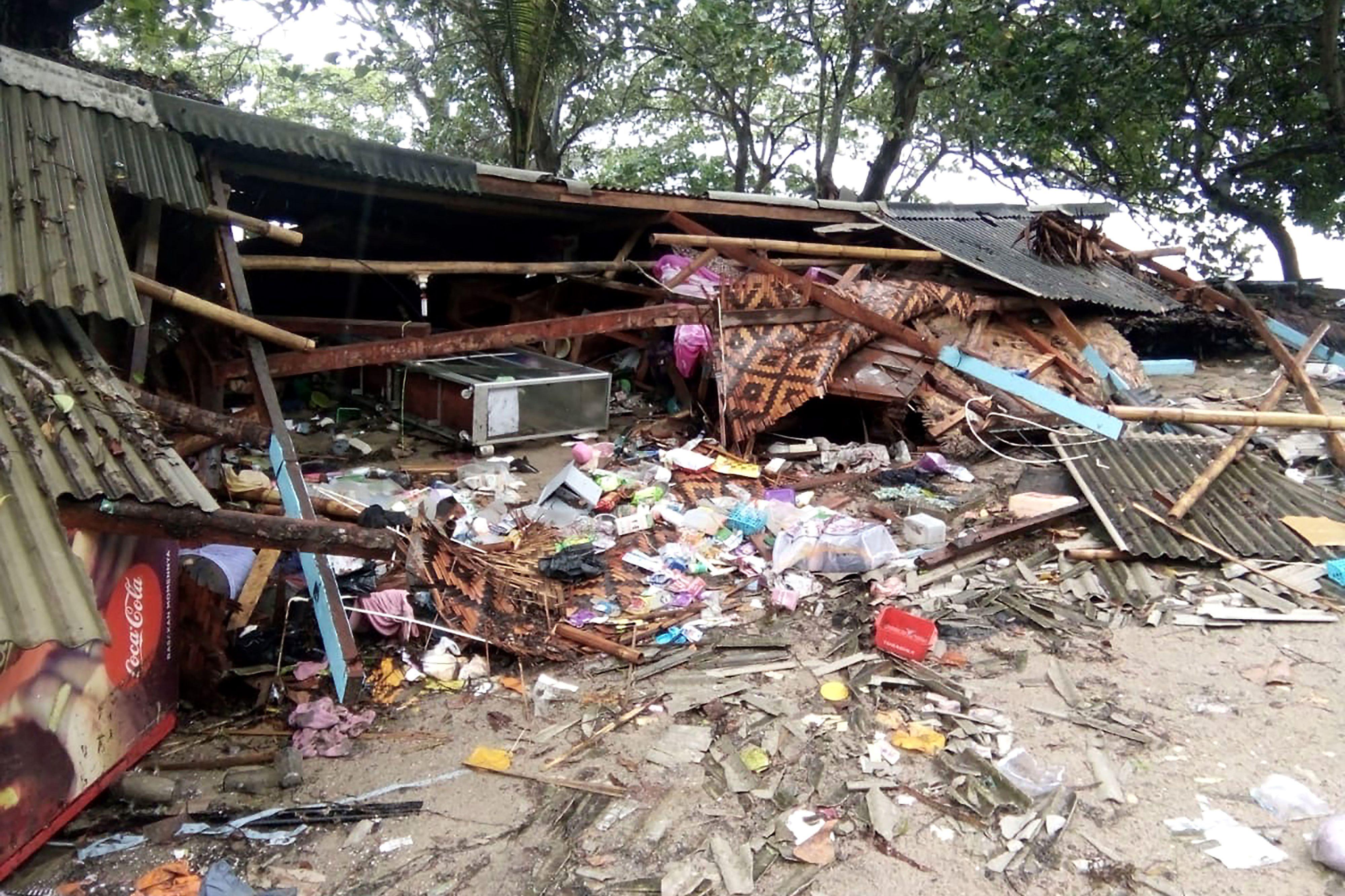 當地時間周六(12月22日),印度尼西亞蘇門答臘島和爪哇島之間的巽他海峽(Sunda Strait)遭到海嘯襲擊(SEMI/AFP/Getty Images)
