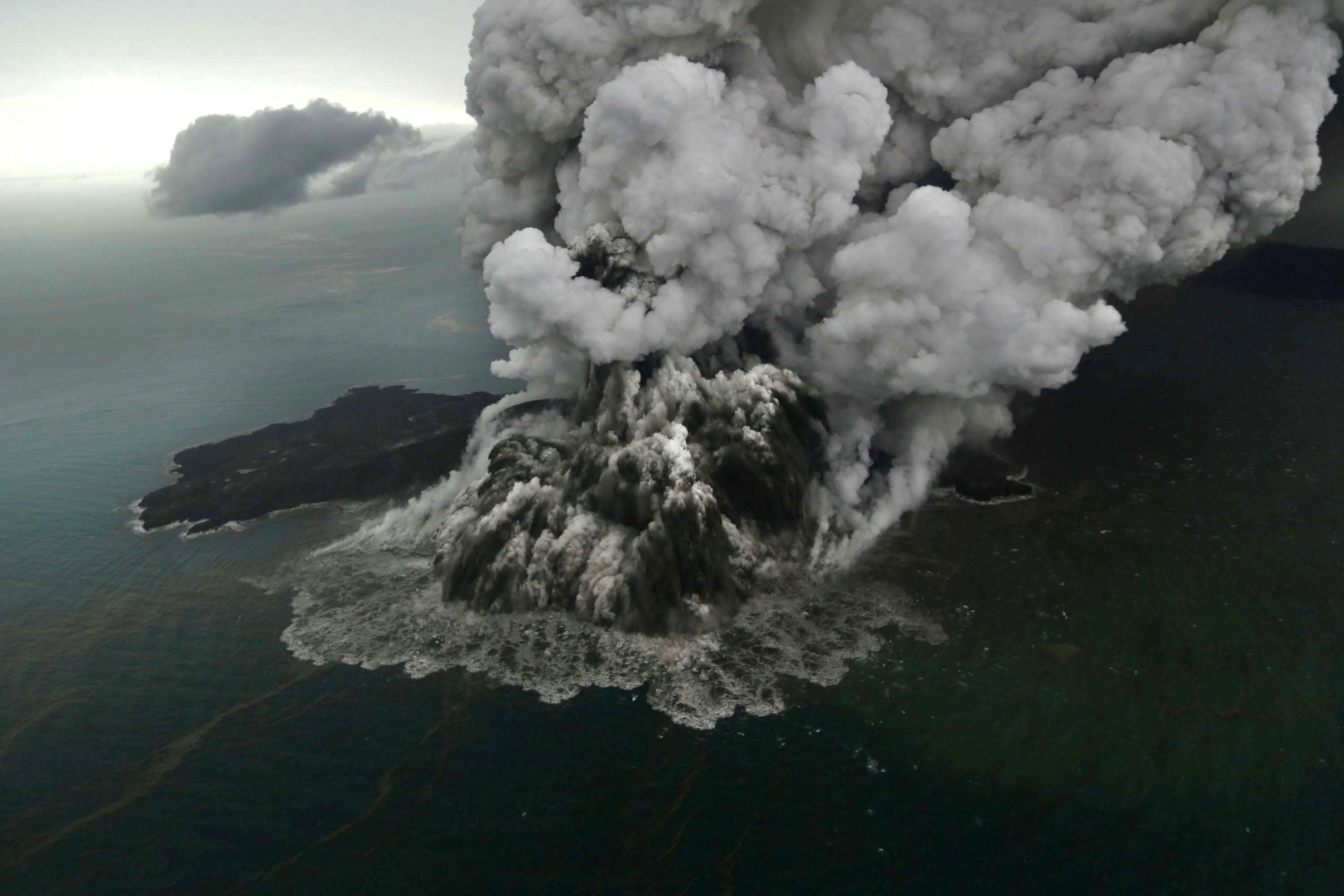 印尼火山噴發引發海嘯後 高度減縮三分之二