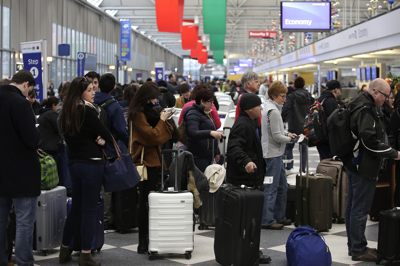 聖誕節前,美國交通繁忙,到處人擠人。(Joshua Lott/Getty Images)
