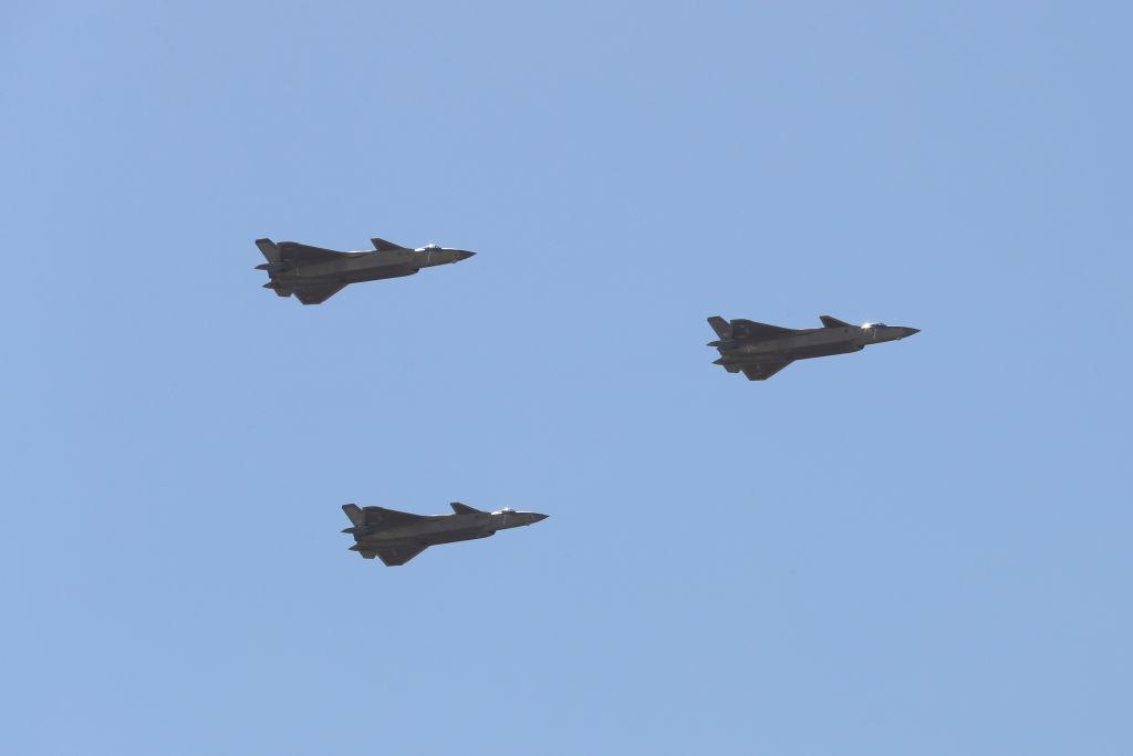 中共殲-20戰機現身美國機場? 神秘照片曝光