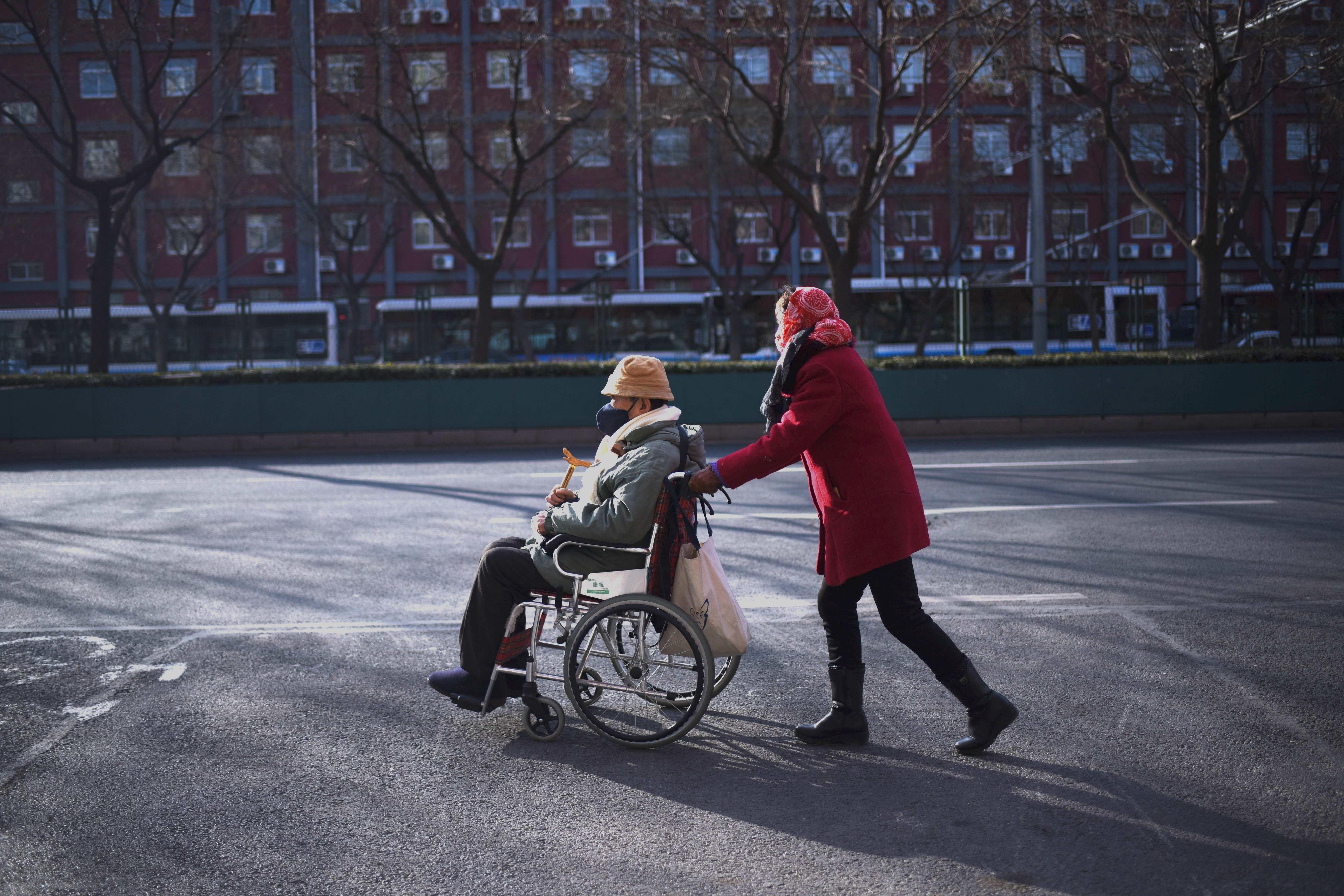 養老、教育和醫療在中國成為民眾的三座大山。圖為北京街頭。 ( WANG ZHAO/AFP/Getty Images)