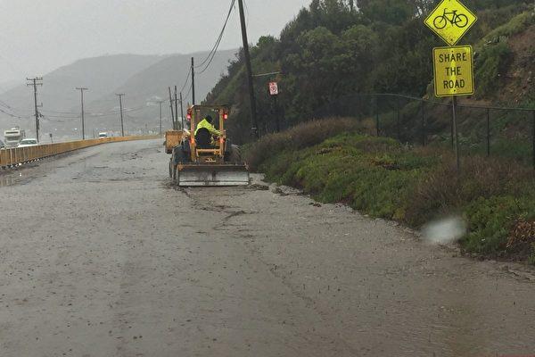 大雨致海岸公路淹泥石 將持續至週五