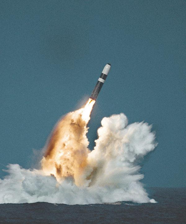 核潛艇發射導彈資料圖。(維基百科公有領域)