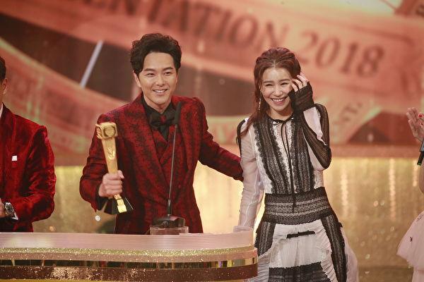 颁奖礼上宣布婚讯 萧正楠:谢谢我太太黄翠如