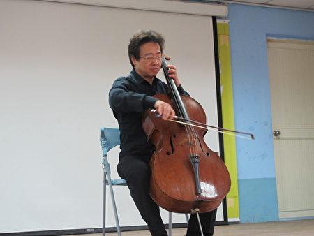 张正杰老师现场演奏。