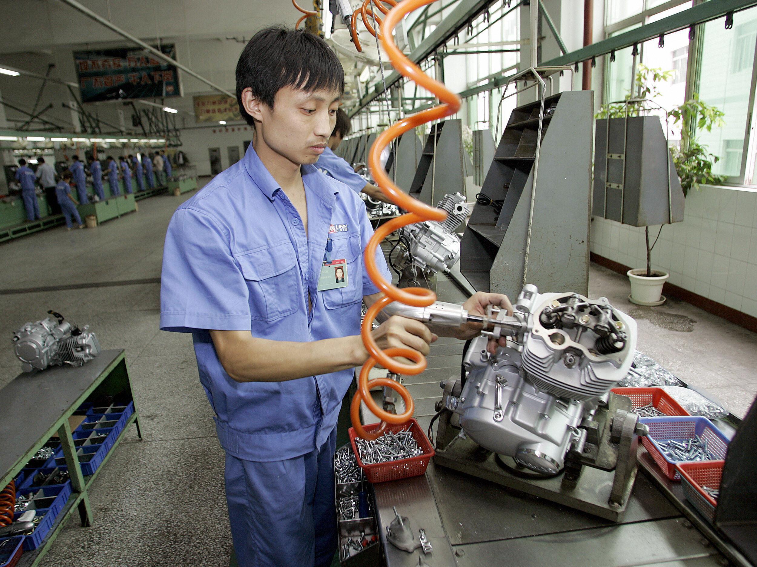 中國11月製造業PMI跌至50 創逾兩年新低
