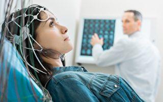 通過腦機接口 癱瘓病人用意念控制平板電腦
