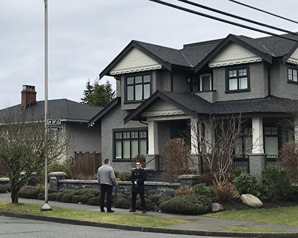 孟晚舟案在華人社區引起巨大反應。圖為12月22日,孟晚舟在保釋在溫哥華W 28街的豪宅中。