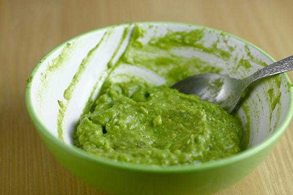 用過熟的酪梨做沙拉醬,不僅口感細膩,而且很營養。