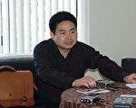 八九民運領袖周勇軍被中共非法抓捕,後中共警方以包中有講述法輪功真相光盤而被刑事拘留。(大紀元)