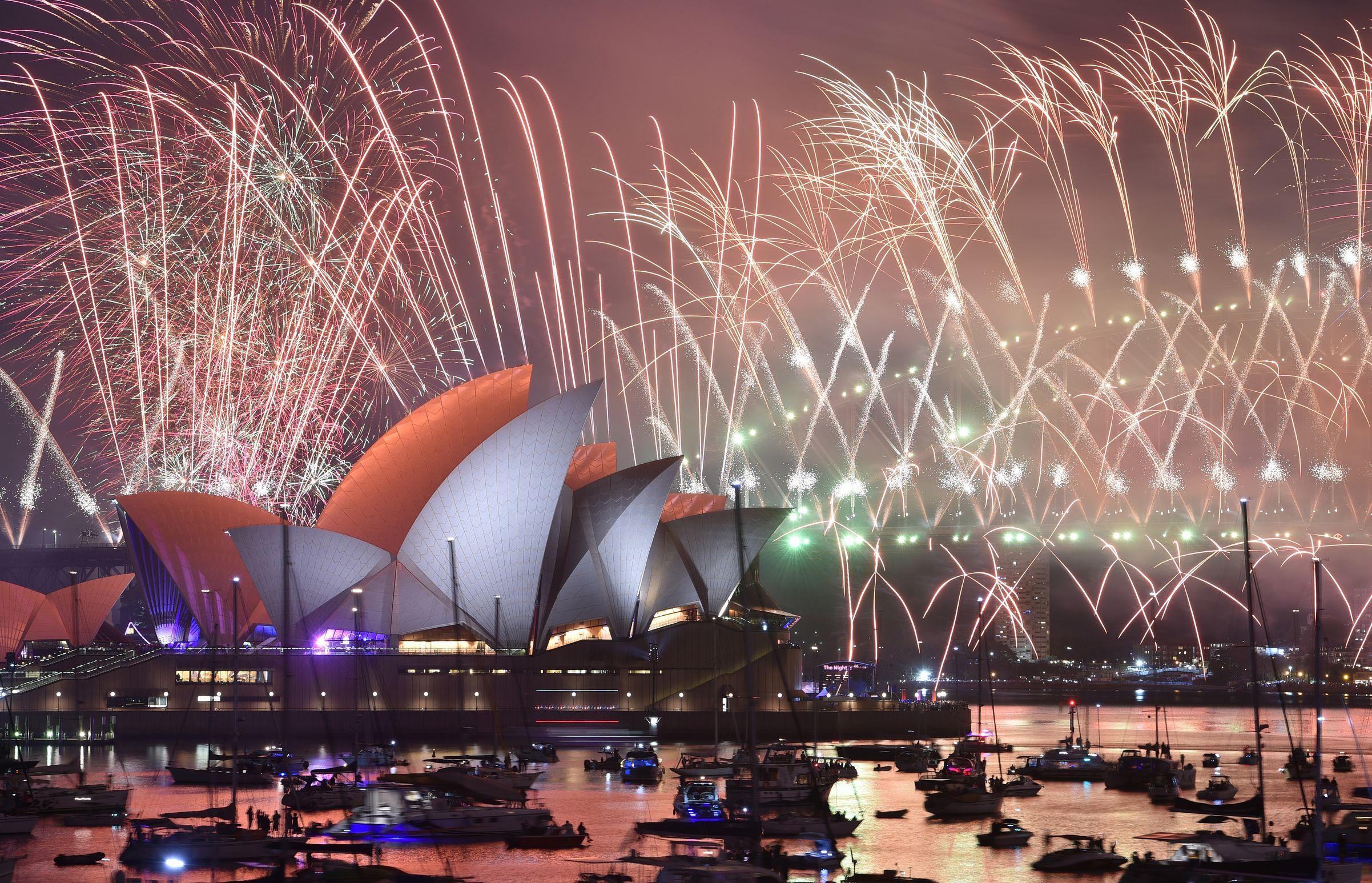 組圖:全球喜迎2019 各地煙火秀接力上演