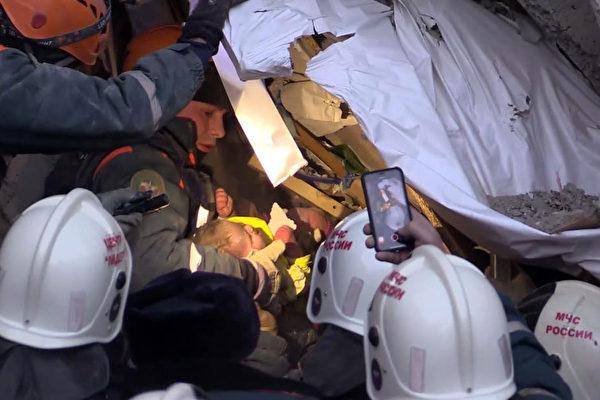 俄国大楼气爆后35小时 男婴废墟中奇迹获救