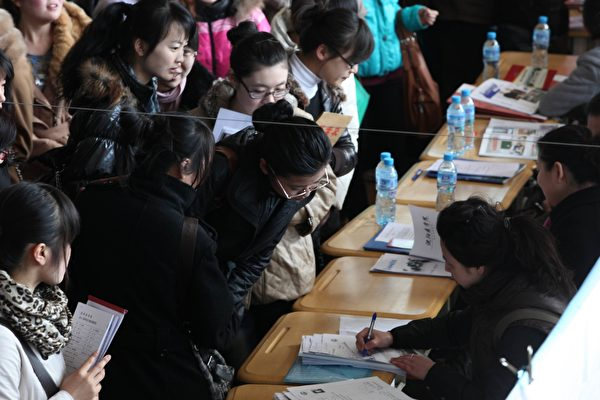 清華畢業生月薪不到1萬 90後平均負債12萬
