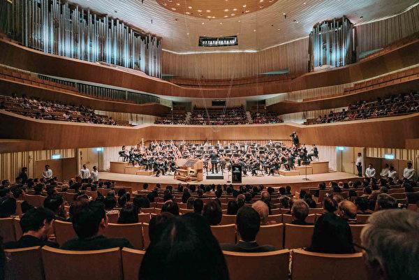 世界最大单一屋顶剧院 台卫武营艺文中心开幕