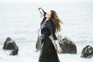 瑞瑪‧席丹(Rima Zeidan)日前頂著低溫,赴東海岸拍攝新歌MV