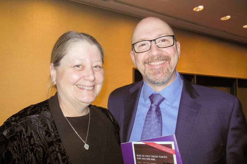 1月10日,全球第五大金融集團——三菱日聯金融集團的總監Don Elkins和妻子Sharon Elkins觀看了神韻紐約藝術團在林肯中心的首場演出。 (李辰/大紀元)
