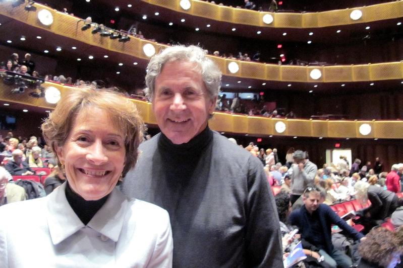 紐約資深律師Robert Kheel和太太Leslie Mazza,1月13日下午聯袂觀賞神韻演出。(麥蕾/大紀元)