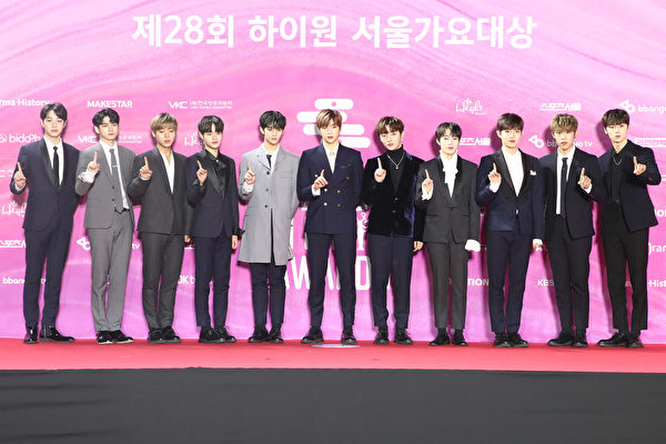 Wanna One attend the Seoul Music Awards