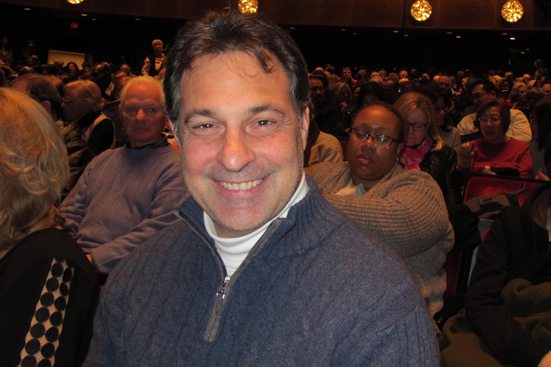 IFS證券公司銷售與交易部門高級副總裁David Cancro觀看了神韻紐約藝術團在林肯中心大衛寇克劇院的演出。 (林南宇/大紀元)