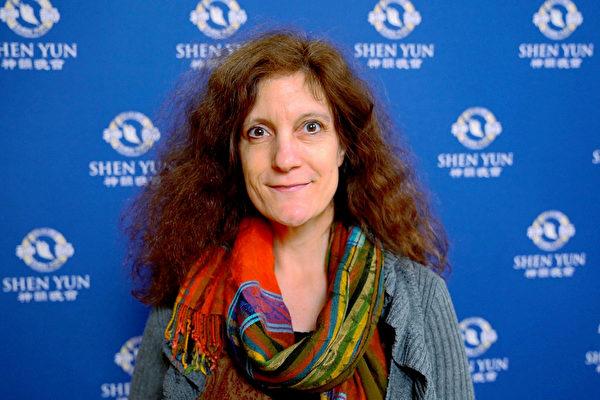 1月20日下午,世界頂級音樂學院茱莉亞音樂學院(The Juilliard School)的教授Sophie Arbuckle,觀賞了神韻紐約藝術團在紐約林肯中心大衛寇克劇院的最後一場演出。(新唐人電視台)
