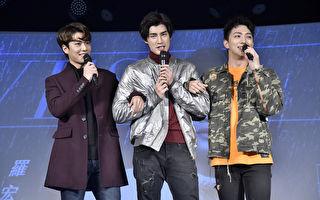 歌手羅宏正(中)推出個人首張EP,27日在台北舉辦「為妳撐傘暖心見面會」