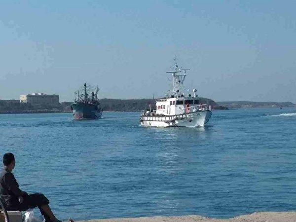 2陆船越界缴清390万元 遭台海巡署驱离出境