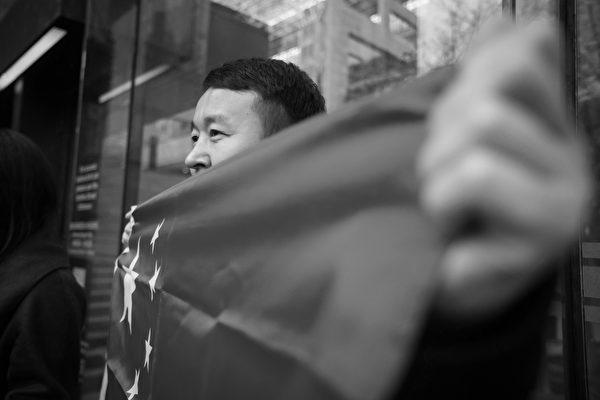 BC省最高法院2018年12月11日在溫哥華舉行的孟晚舟保釋聽證會的第三天,在法院外的華人支持者。(加通社)