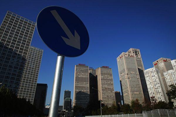 近期,一些大陆银行将手上的房产成批的出售。一上海银行一口气披露挂牌转让14套房,且低于正常房价30%狂甩;亦有上市银行房产处置信息超过170项。(AFP)