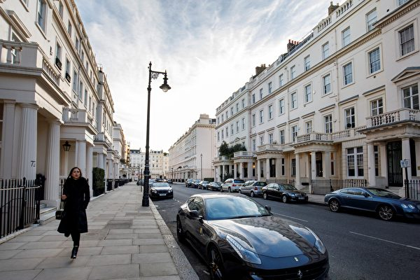 英國立法者將通過稅收等政策降低外資購買房產的數量。(Photo by Tolga Akmen / AFP)