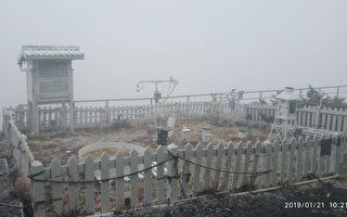 66年来最慢!玉山终于降下初雪 厚度2公分