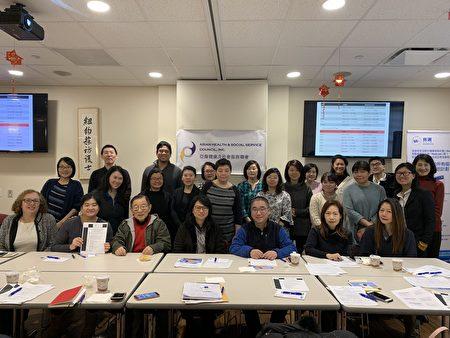 皇后區法律服務中心律師孫熙媛和Cindy Katz在華埠舉辦講座,向華裔醫療服務機構介紹2019年移民家庭在個人稅務上的變化。