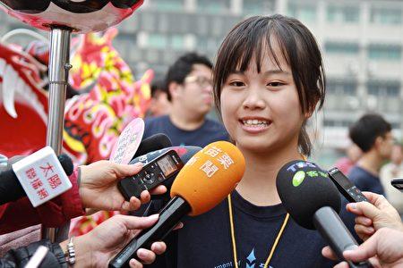 參與舞龍的同學郭佳伶指出,火旁龍期末考,糊龍與舞龍的初體驗-新鮮與驚奇。