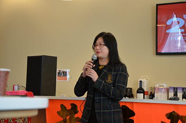 卑詩臺灣商會1月20日舉辦辭歲迎新活動,土豬提錢來拜年。