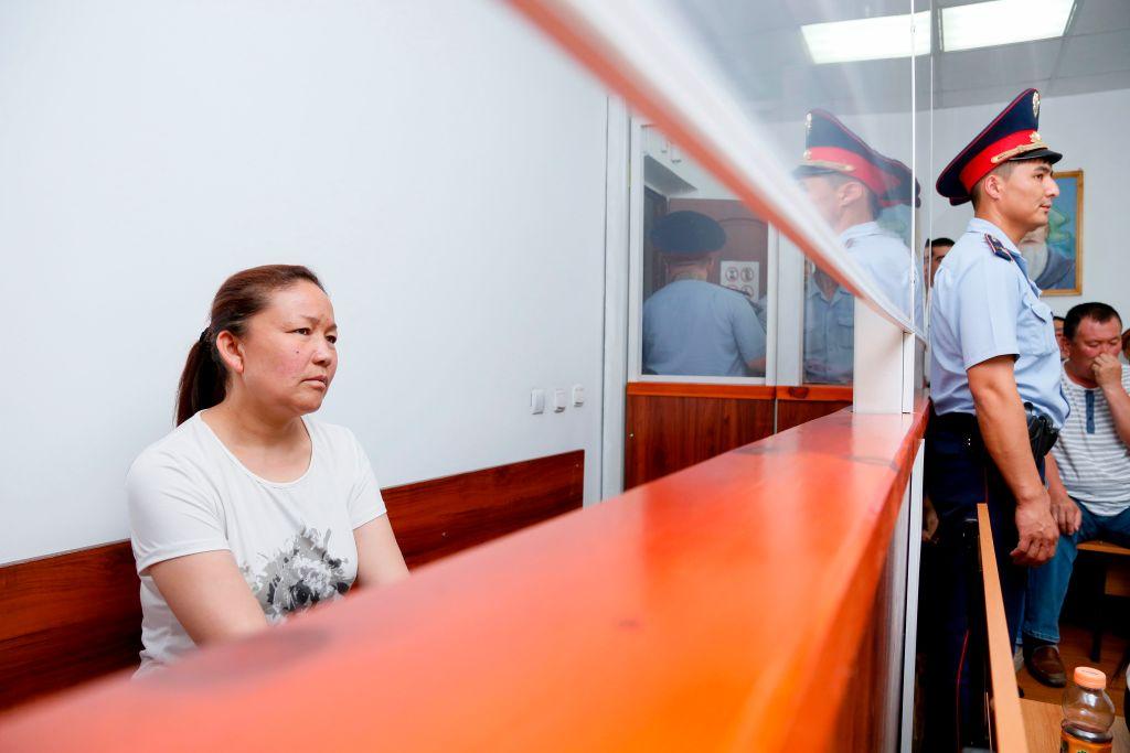 去年7月,Sayragul Sauytbay在哈薩克斯坦法庭上作證時,談到她受僱的「營區」,裏面關押了2,500名哈薩克族人。(RUSLAN PRYANIKOV/AFP/Getty Images)