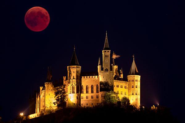 根據NASA的說法,本次超級血狼月將成為天空中最耀眼的天文奇觀之一,因為月球將位於距離地球最近的地方,這一天文事件通常被稱為「超級月亮」。(Matthias Hangst/Getty Images)