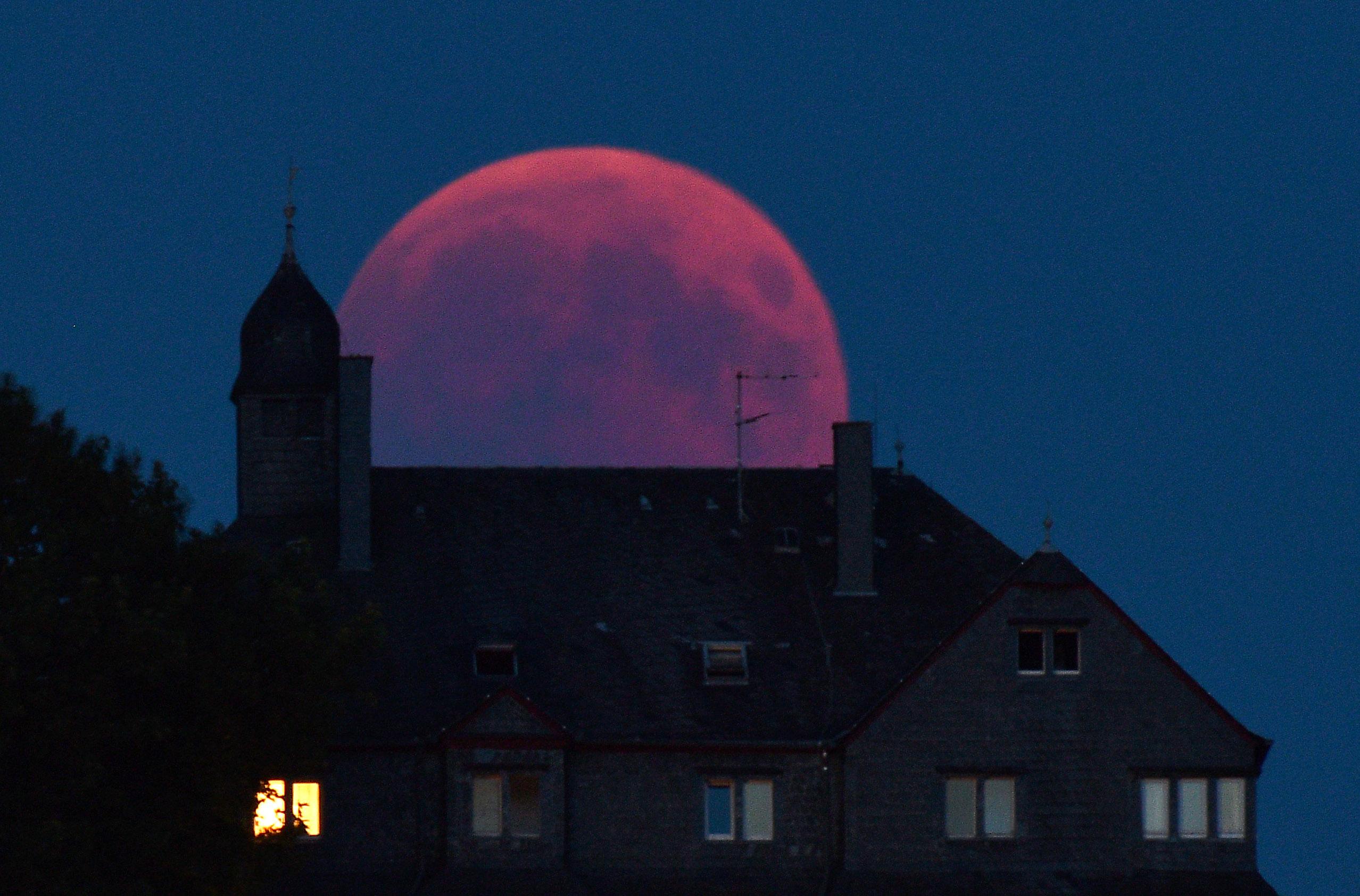 猶太拉比:「超級血狼月」預示有政府垮台