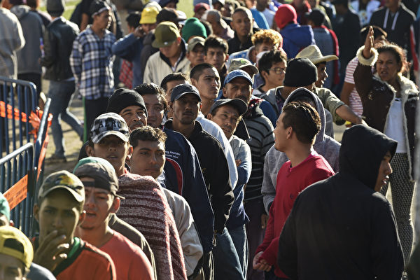纽森拟拨款两千万安置涌入加州难民