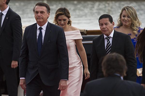 就職當天,波索納洛呼籲國會議員幫助他,讓巴西「徹底擺脫腐敗,犯罪,經濟上的不負責任和意識形態的枷鎖。」(Bruna Prado/Getty Images)