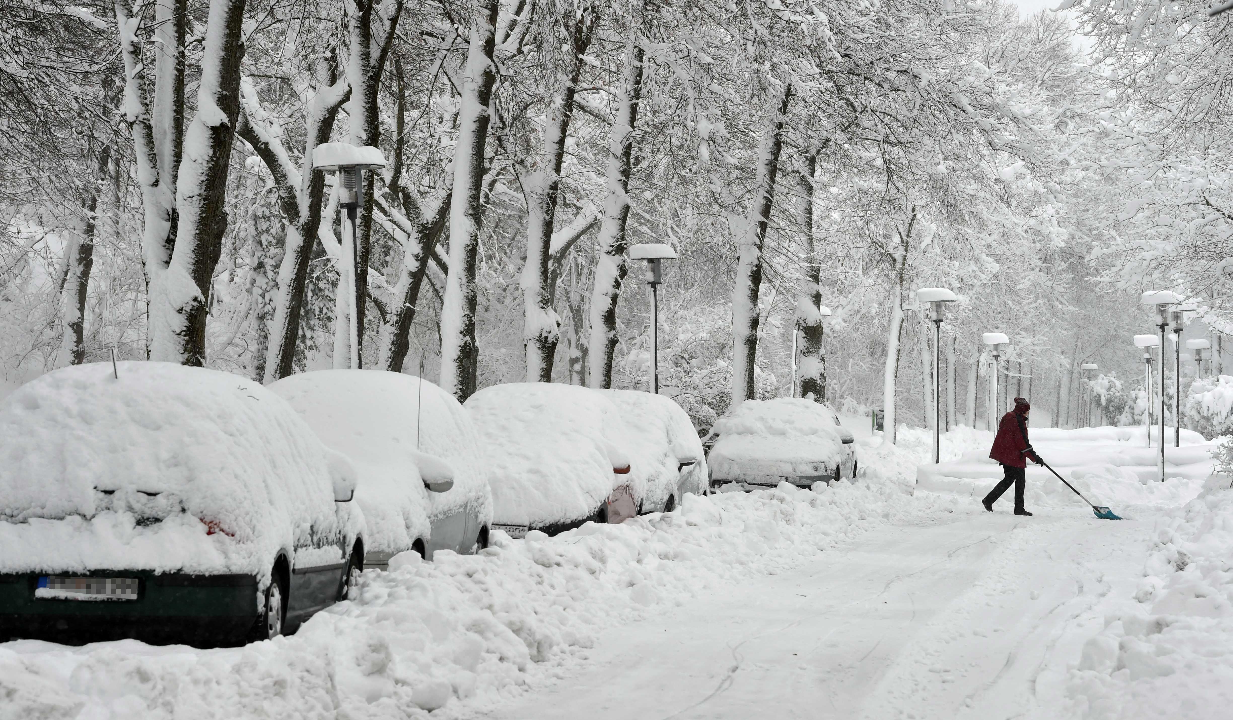歐洲多國降罕見大雪 交通受阻學校關閉