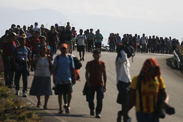 近4千大篷车难民在墨寻求庇护 未来或更多
