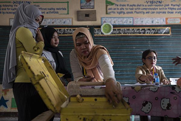 上周一(1月21日),菲律賓棉蘭老島280萬人口進行公投——建立一個新的穆斯林自治區。(Jes Aznar/Getty Images)