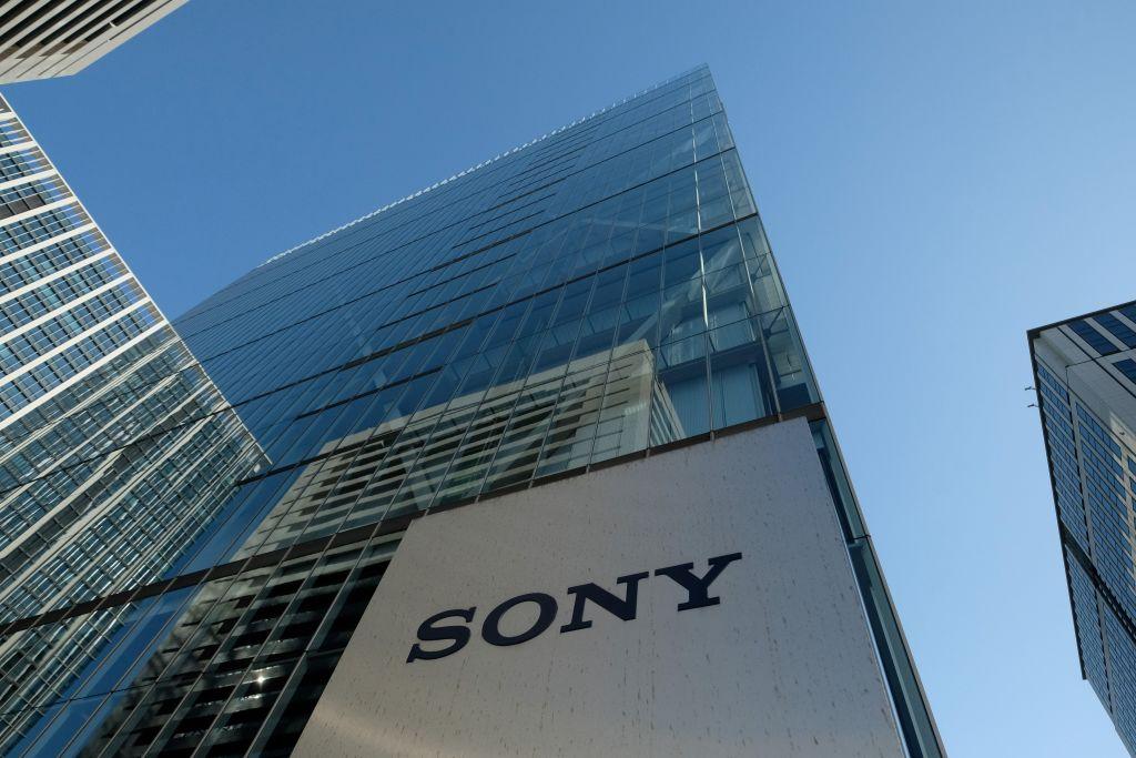 Sony生產的PlayStation 4遊戲機、相機和其它產品可能會受到關稅的影響。圖為Sony在日本東京的總部大樓。 (KAZUHIRO NOGI/Getty Images)