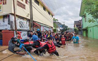 印尼遭洪水泥石流龙卷风袭击 68死7000撤离