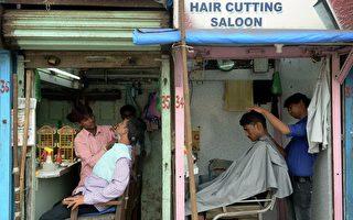 印度理发师病倒 两女假扮男生接掌家业4年