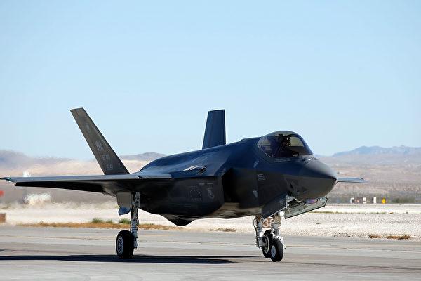 巾帼不让须眉 美军F-35战机首位女性飞行员